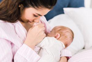 Colecho madre amamantando