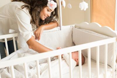 Dormir a un bebe mama