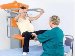 Mejor postura para el parto_silla