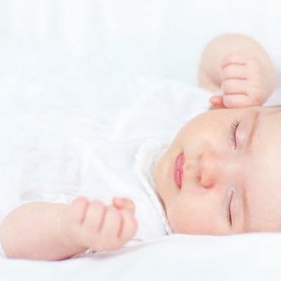 Almohada y bebé: ¿cuándo empezar a usarla y cómo hacerlo de forma segura?