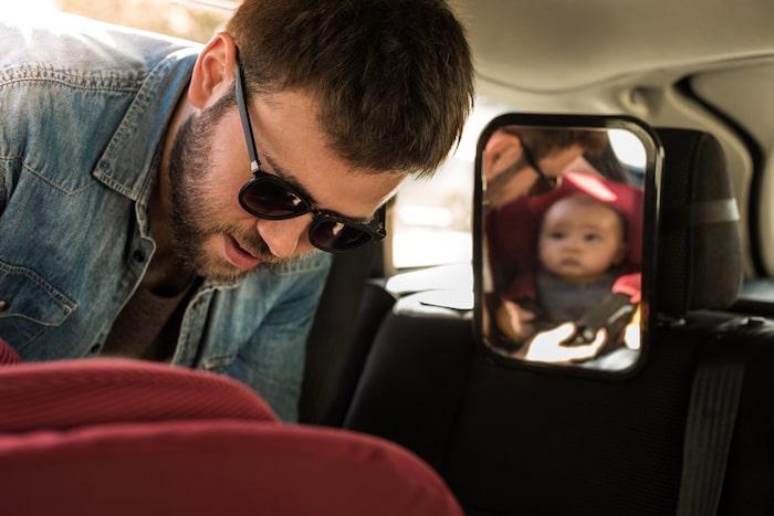 espejo para ver al bebé en el coche
