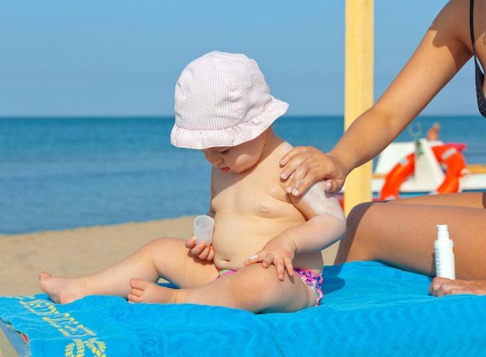 sol-playa con bebé